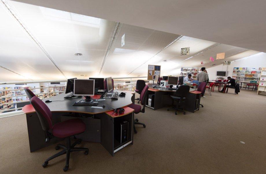 bibliotheque-mezzanine-postes-informatique.jpg
