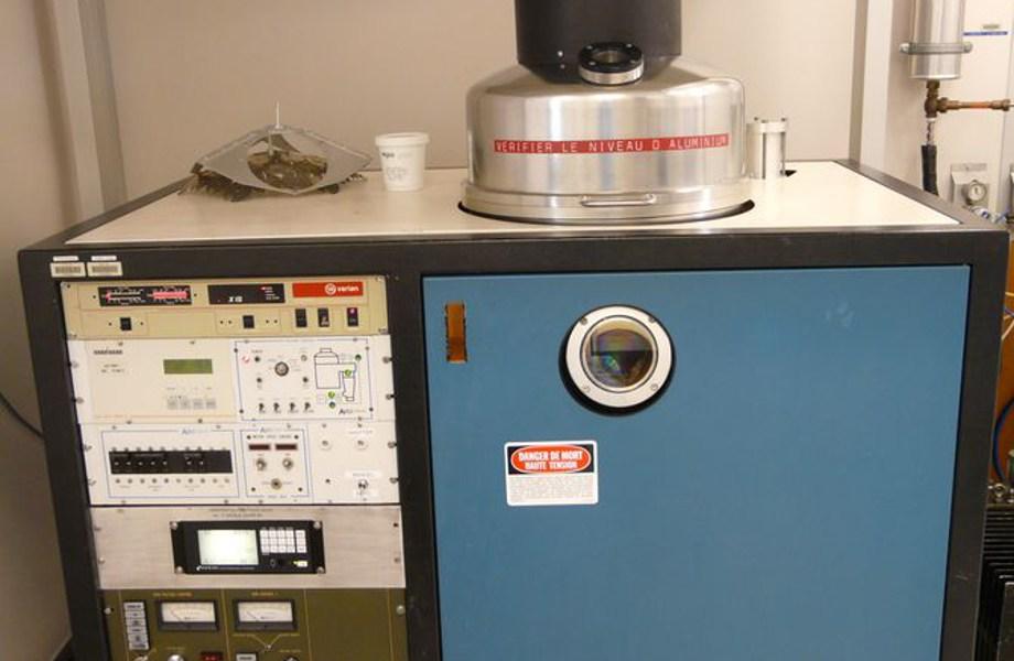 Équipement de dépôt par évaporation sous vide type BJD1800 (TEMESCAL)