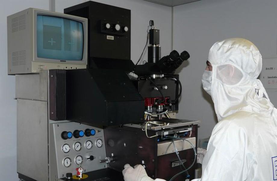 Equipement de photolithographie MA1006 IR