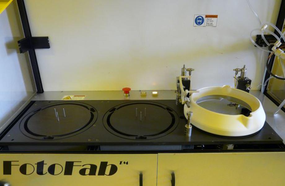 Équipement semi automatique de dépôt de résine et plaque chauffante type FotoFab (S3)