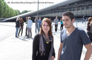 Etudiants ESIEE Paris - Devant l'école